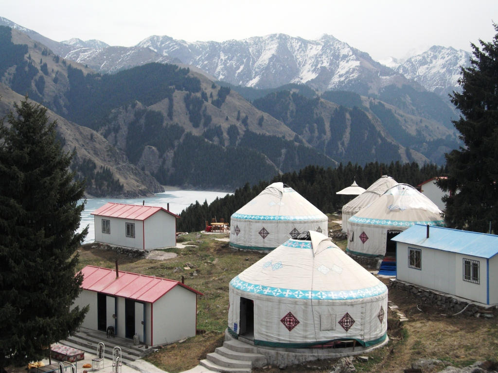 Kazakh yurts in the Tianshan (天山) mountain range, just north of Urumqi